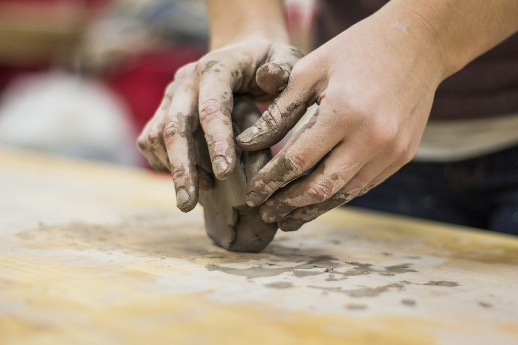 Dévelloper ses facultés visuelles et kinesthésiques pour apprendre à peindre ou à créer.